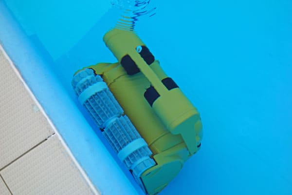 automated robotic pool cleaner